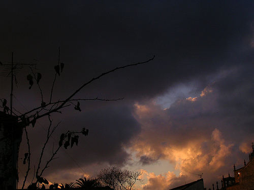 El cielo enojado